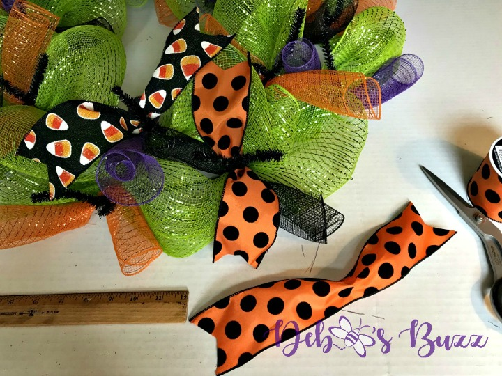 Halloween-wreath-cut-ribbon