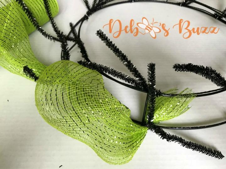 Halloween-wreath-green-mesh