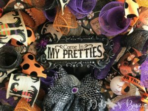 halloween-wreath-witch-sign