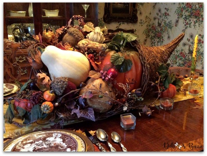 Thanksgiving-table-cornucopia-centerpiece