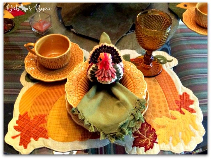 casual-Thanksgiving-tableware-harvest-gold-tablesetting