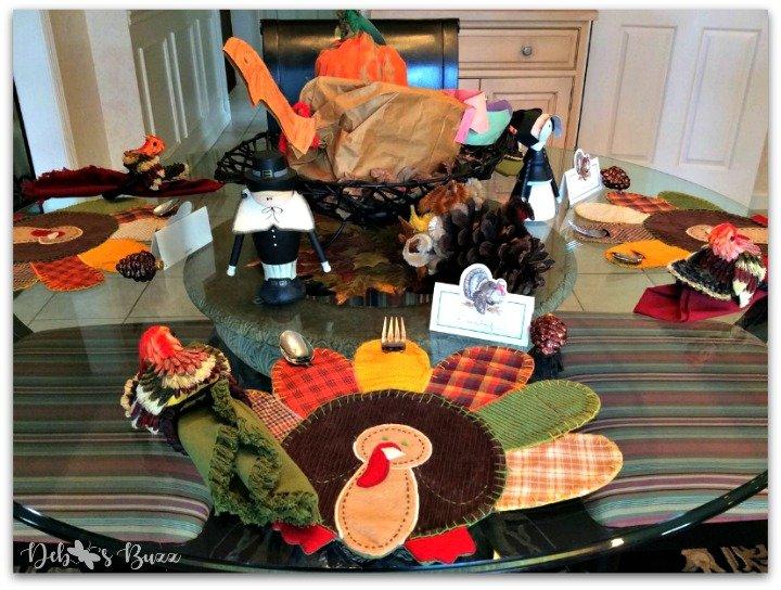 casual-Thanksgiving-tableware-paper-bag-turkey-centerpiece
