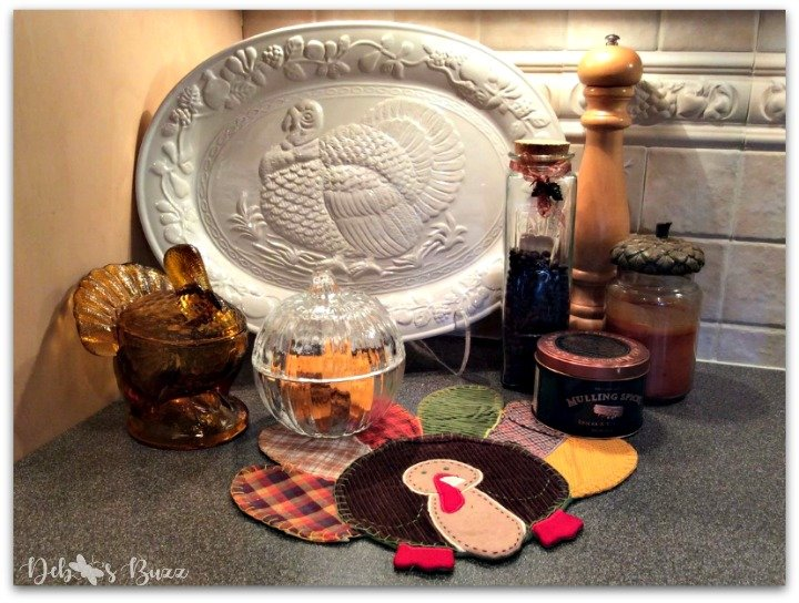 casual-Thanksgiving-tableware-turkey-platter