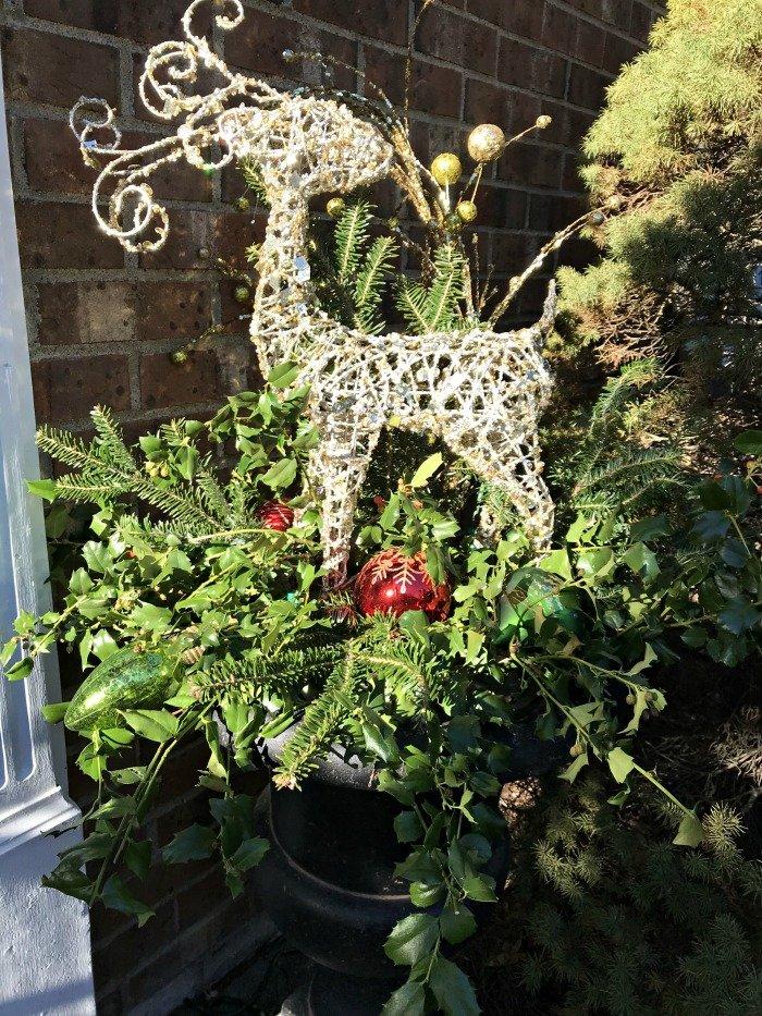 reindeer-Christmas-planters-daylight3