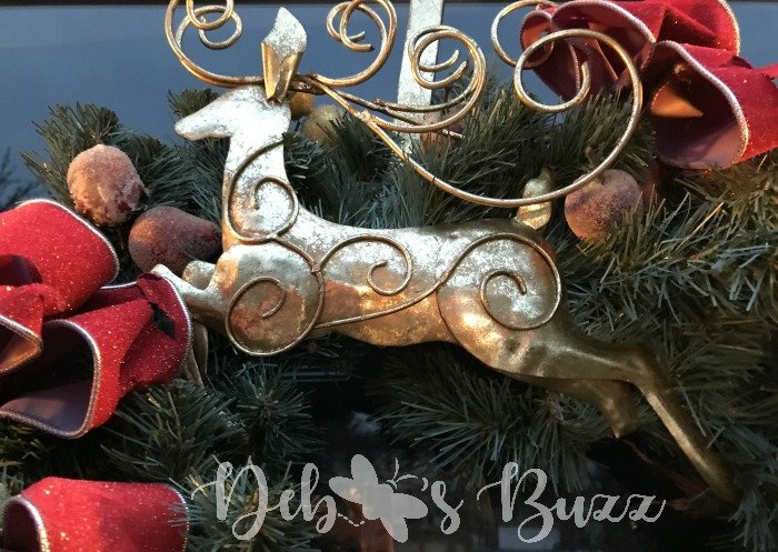 Gold-reindeer-wreath-hanger