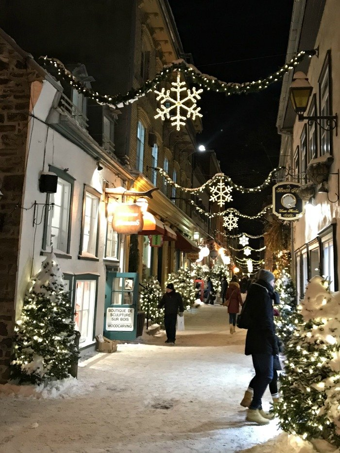 rue du Petit Champlain night