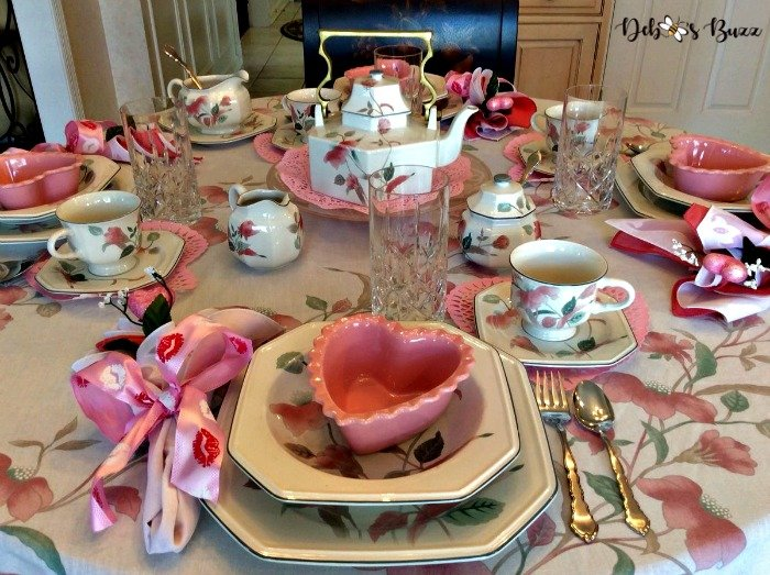 pink-tablescape-valentines-day-table