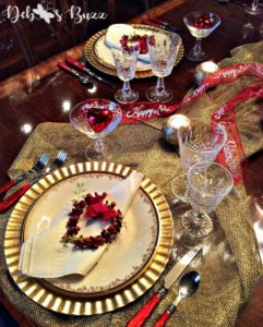 red-heart-gold-valentine-table