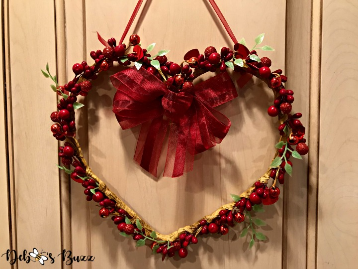 red-heart-hanger
