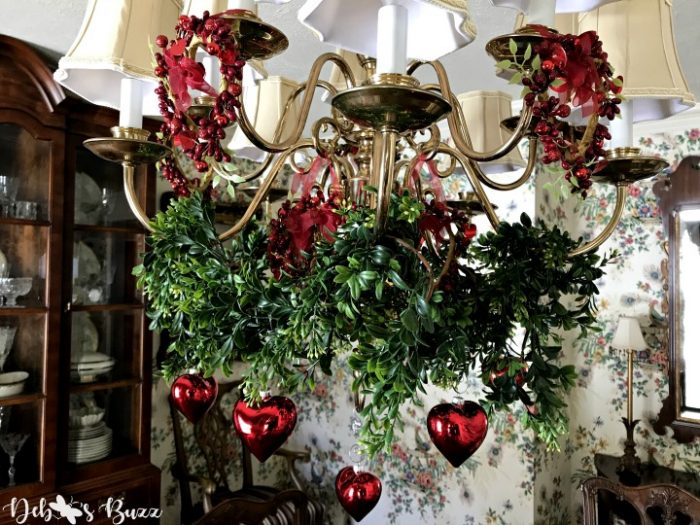 red-heart-ornaments-chandelier