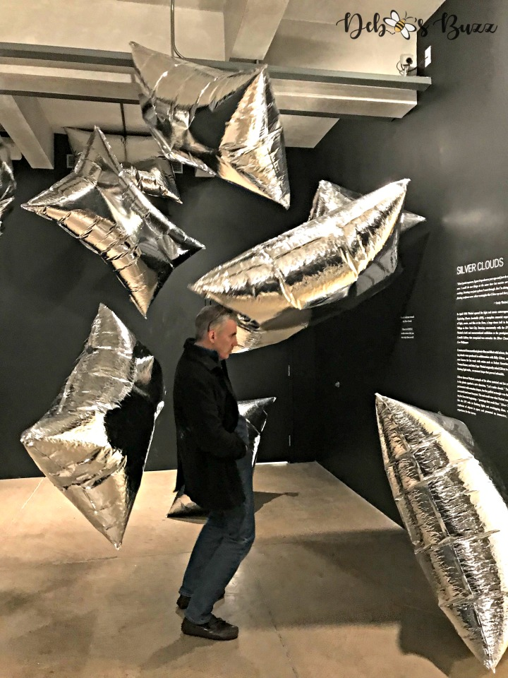 warhol-silver-clouds-installation