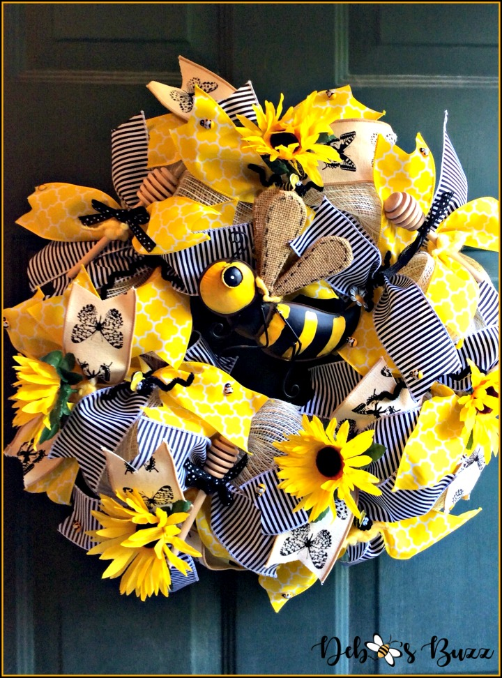 french-bee-wreath-full-view