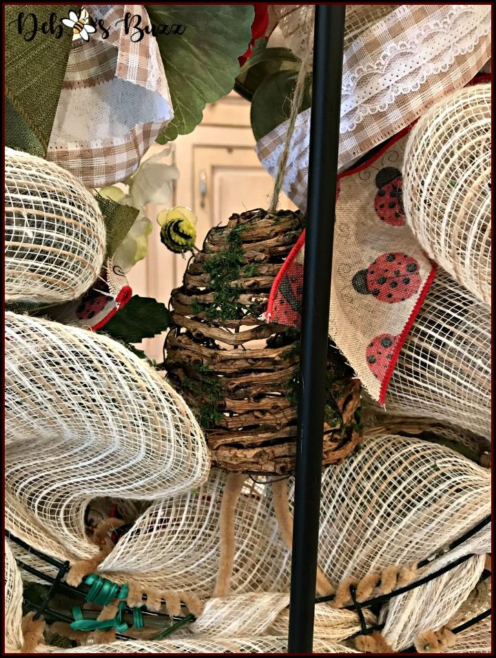 ladybug-wreath-attach-skep