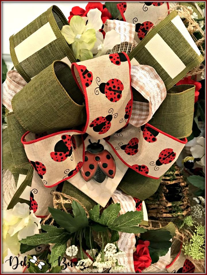 ladybug-wreath-bow-closeup