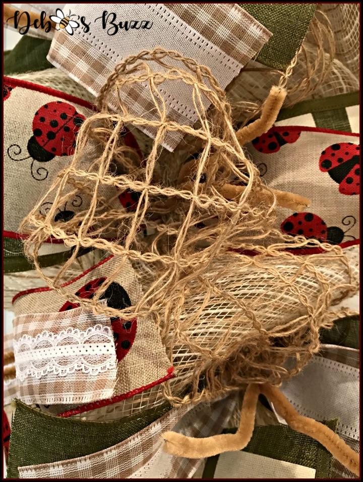 ladybug-wreath-jute-ribbon-puff