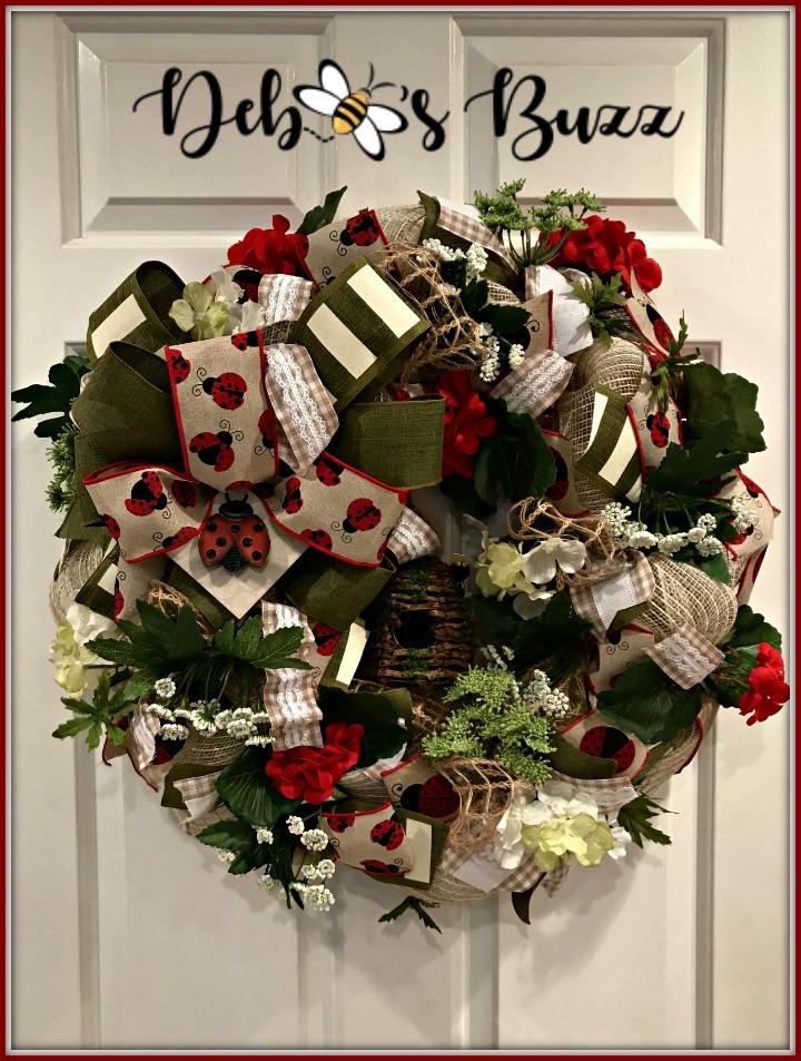 ladybug-wreath-skep-white-door