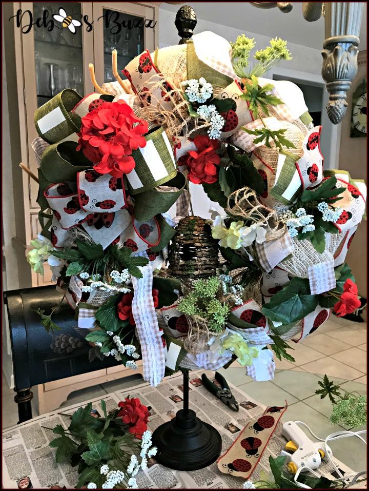 ladybug-wreath-work-stand