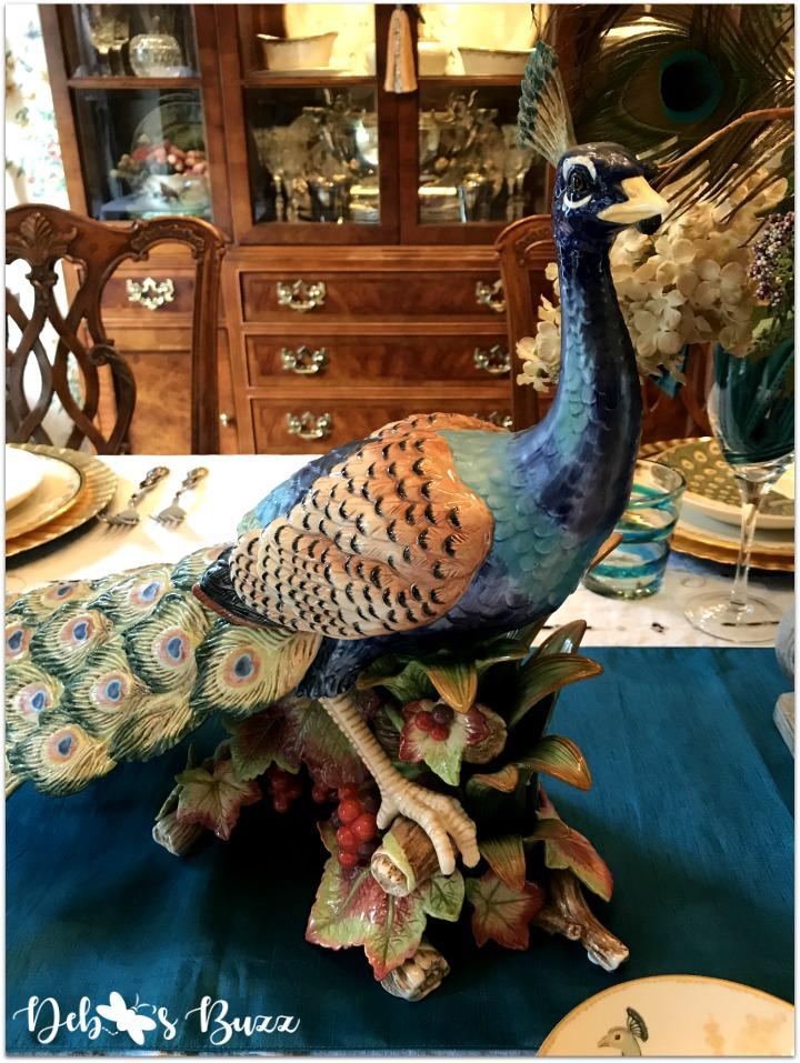 peacock-tablescape-statue