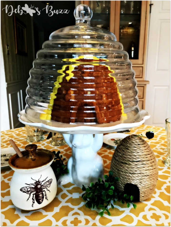 tablescape-hapbee-birthday-table-hive-cake