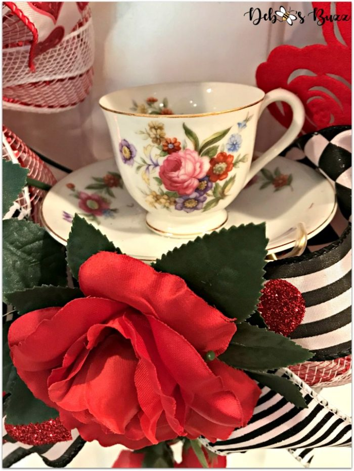 alice-in-wonderland-theme-wreath-teacup-white-door