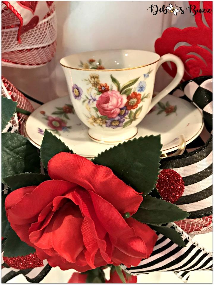 alice-in-wonderland-theme-wreath-teacup-white-door