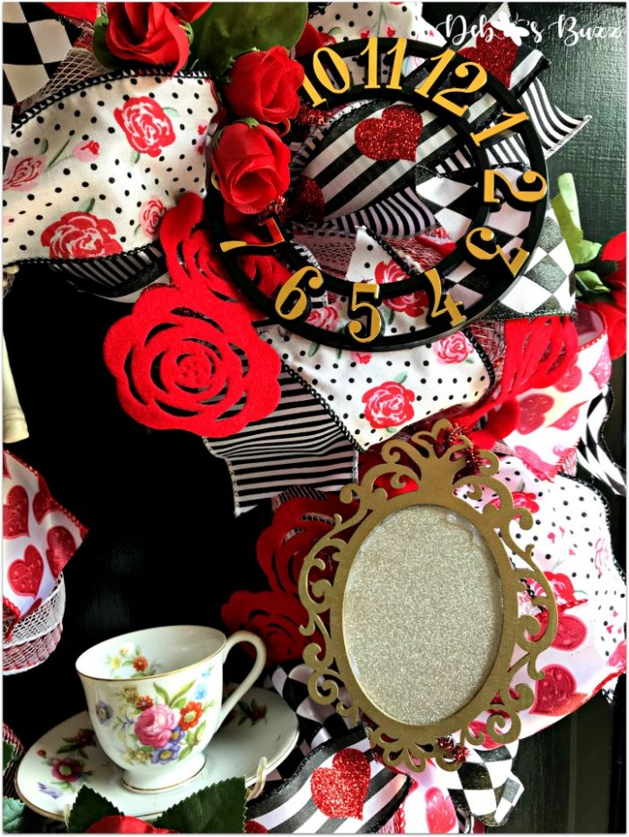 alice-in-wonderland-theme-wreath-tea-roses-mirror-black-door