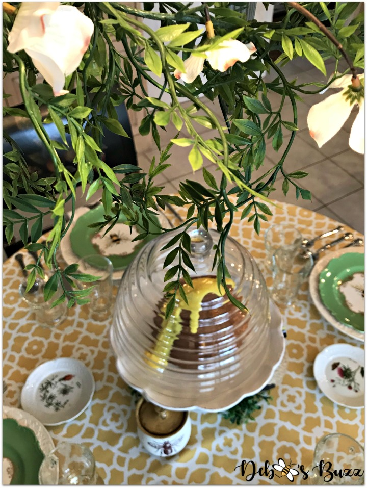 hapbee-birthday-table-bee-tablescape-overhead
