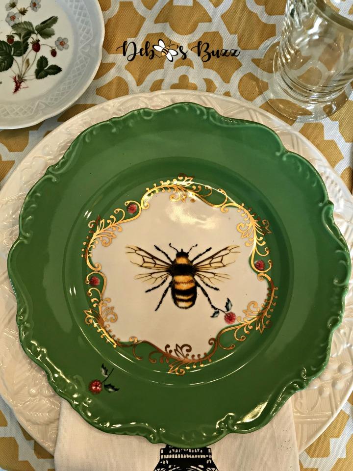 hapbee-birthday-table-bee-plate-closeup
