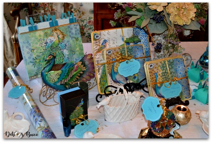peacock-party-favors-gifts-prize-table