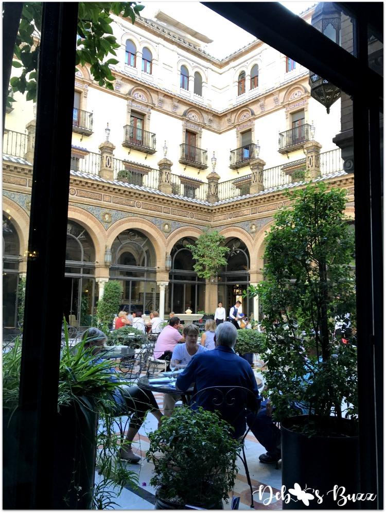 seductive-seville-king-alfonso-courtyard