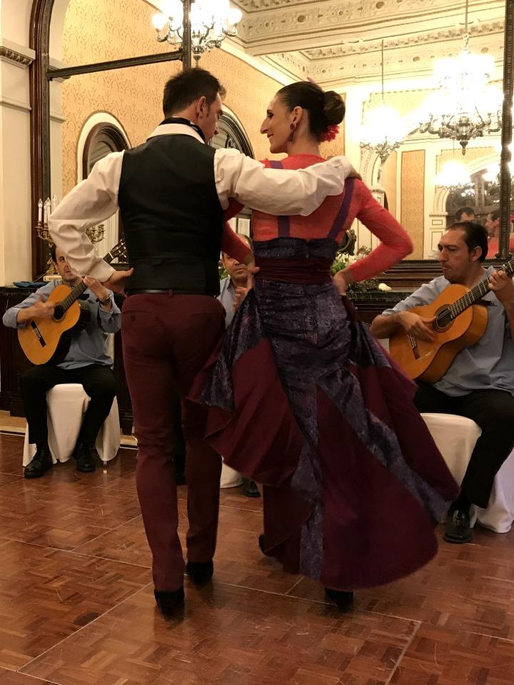 seductive-seville-flamenco-turn