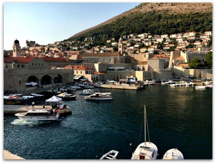 smooth-sailing-wreath-dalmatian-coast-harbor