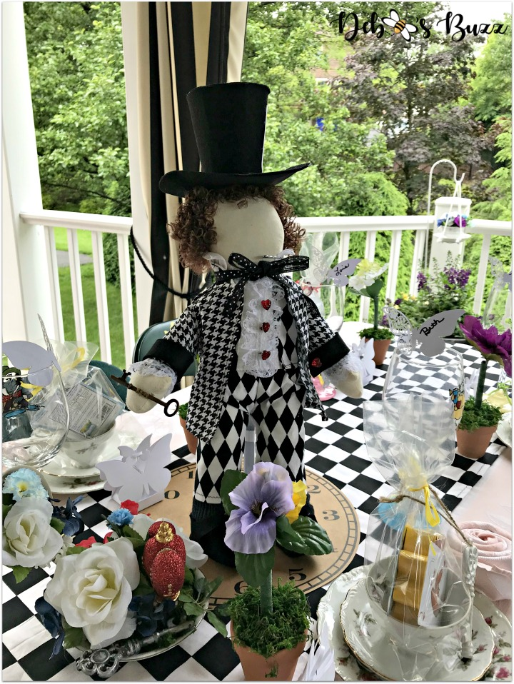 alice-wonderland-unbirthday-party-mad-hatter-centerpiece-table