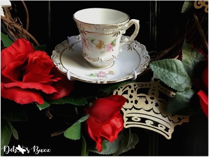alice-wonderland-unbirthday-party-wreath-teacup