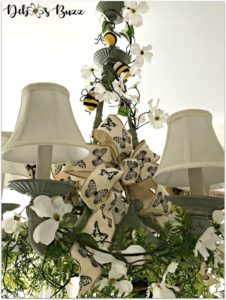 bee-decorated-chandelier--complete