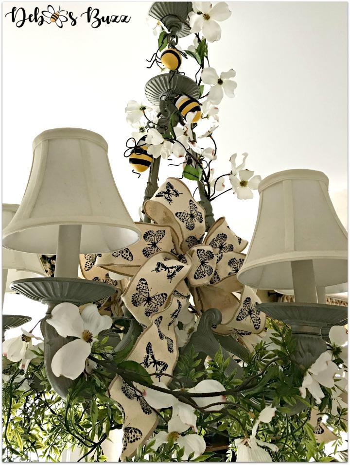 bee-decorated-chandelier--complete