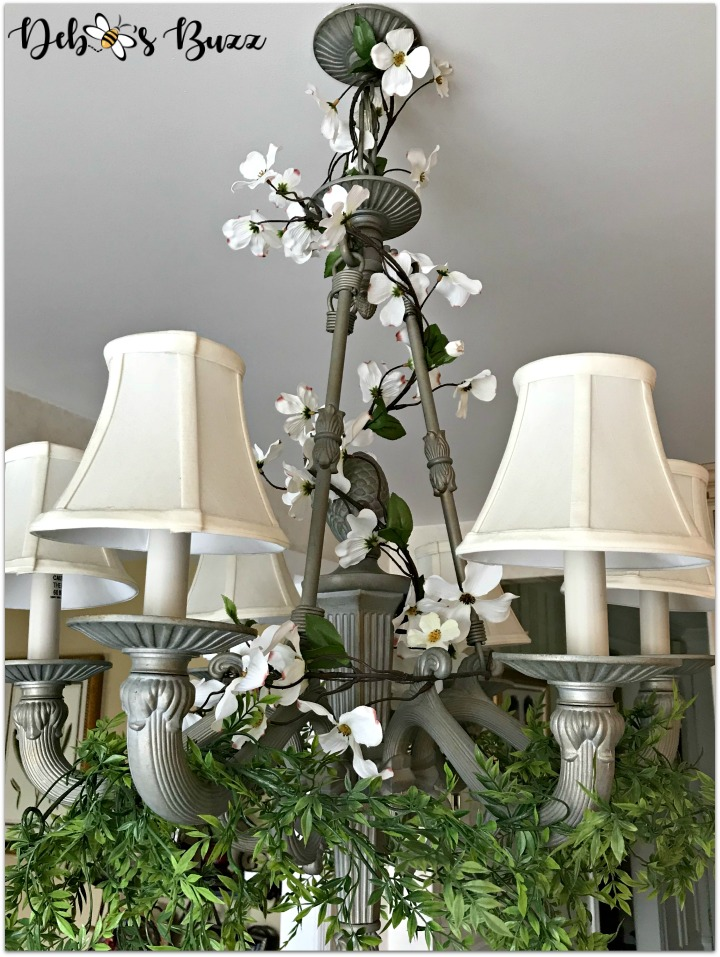 bee-decorated-chandelier-greenery