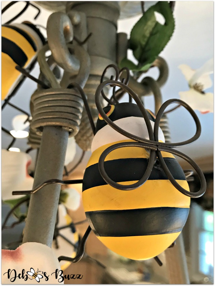 bee-decorated-chandelier-bee-closeup-bee-tablescape