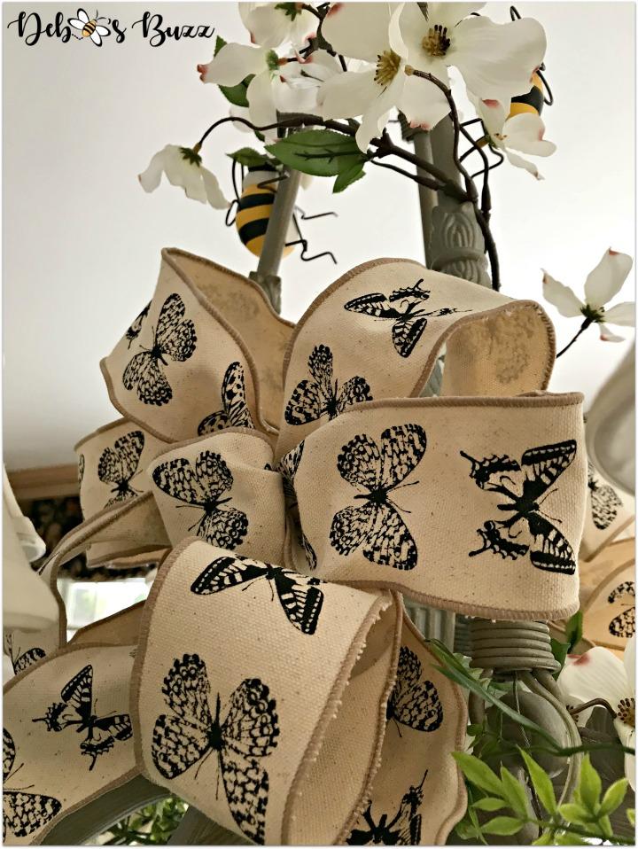 bee-tablescape-chandelier-butterfly-bow