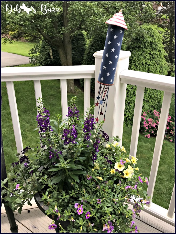 give-me-liberty-red-white-blue-tablescape-rocket-planter2