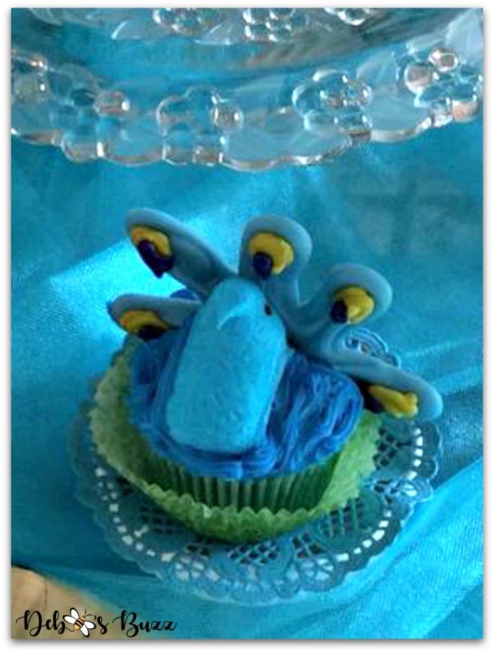 peacock-theme-menu-cupcake