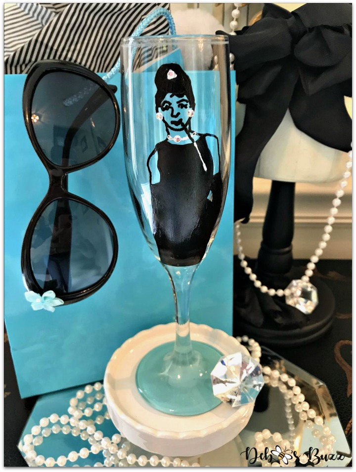 tiffanys-theme-party-favor-holly-painted-champagne-glass