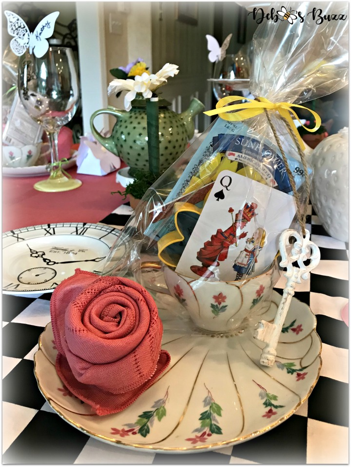 Alice-in-wonderland-place-setting-alice-card-teapot-centerpiece