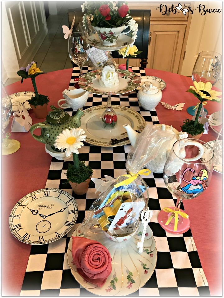 Alice In Wonderland Table And Party Favors Debbee S Buzz