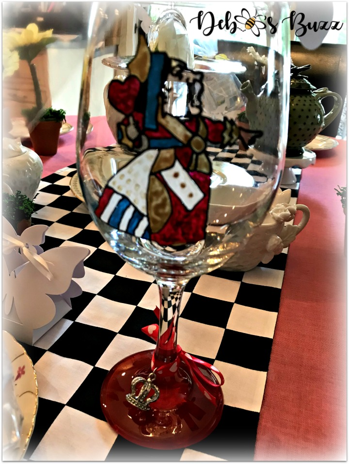 Alice-in-wonderland-table-queen-of-hearts-glass