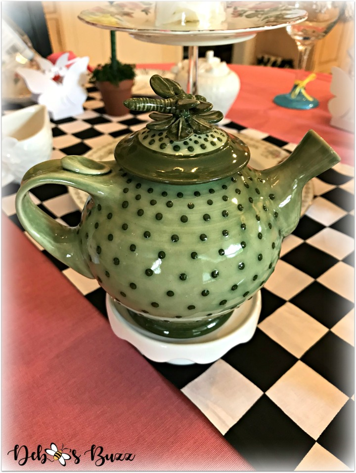 alice-in-wonderland-table-green-teapot