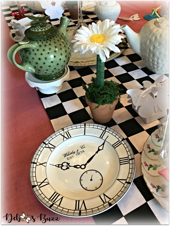 alice-in-wonderland-table-clock-plate