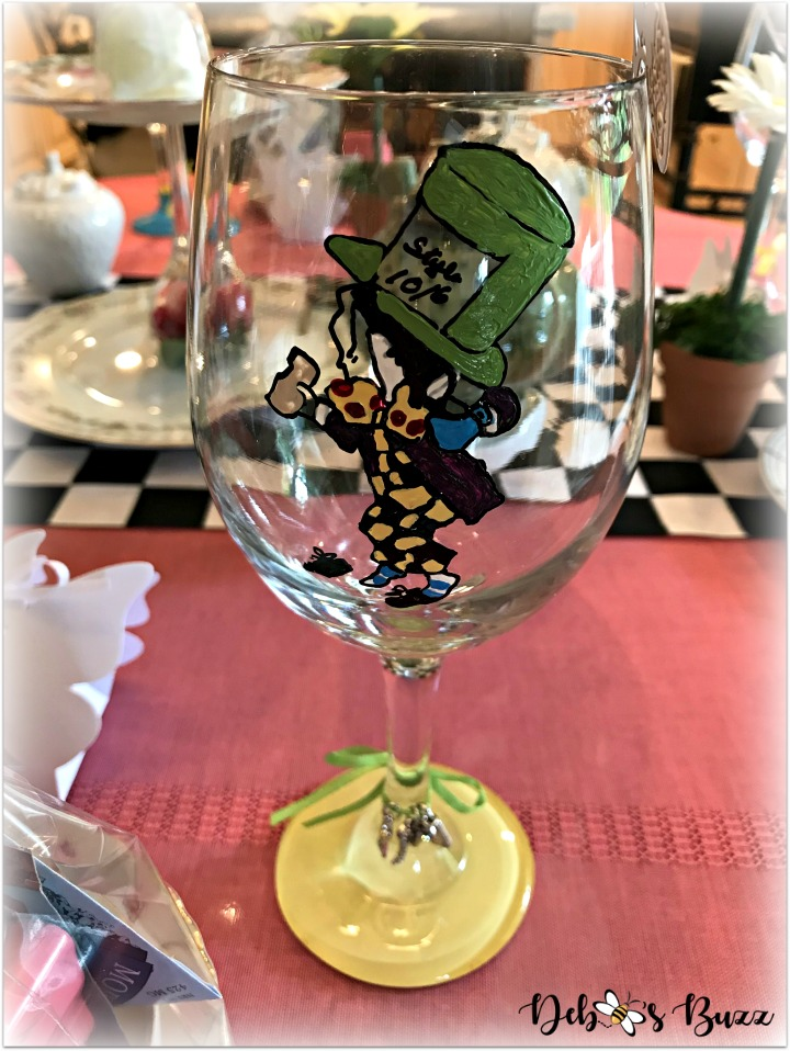 alice-in-wonderland-table-mad-hatter-glass