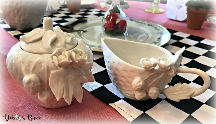 alice-in-wonderland-table-sugar-creamer