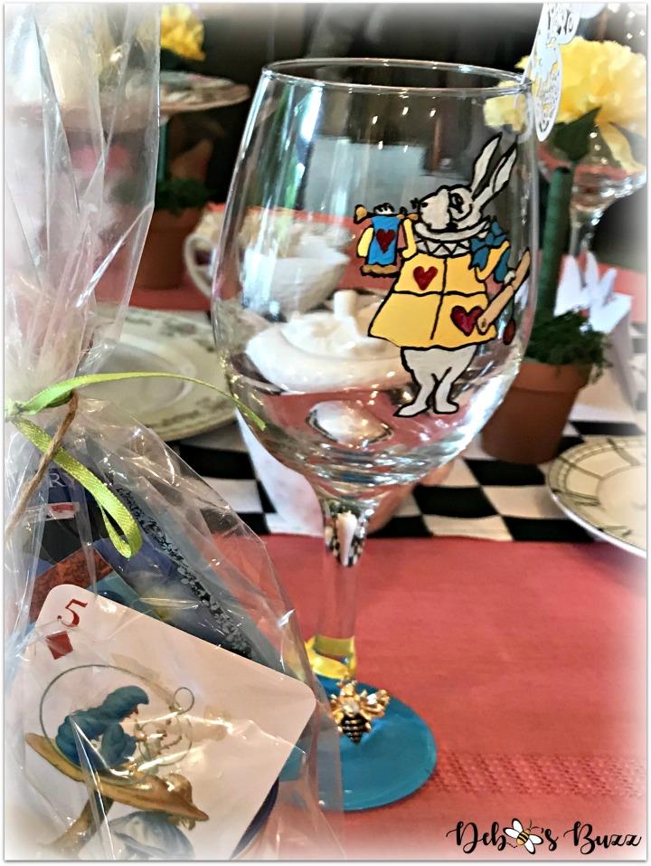 alice-in-wonderland-table-white-rabbit-glass